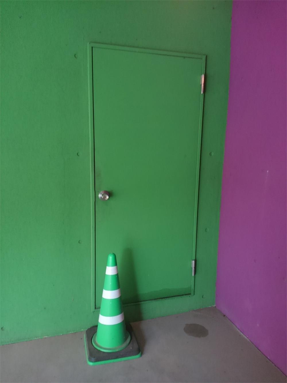 yosh0123-door2.jpg